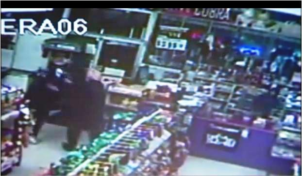 """Security footage of a Sikh man thwarting a robbery by the """"KISS Bandit"""" (photo capture: news10.net)"""