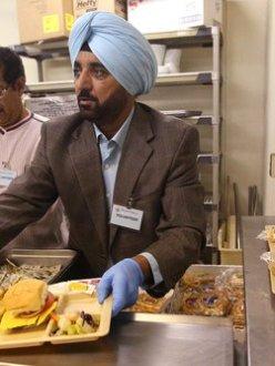Fresno, CA, Sikhs at Poverello House (source: Fresno Bee)