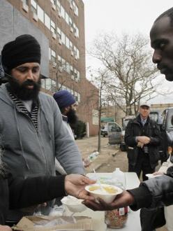 Sikh Community Center volunteers serving hot meals in the Far Rockaways, via AP. (source: Gawker)