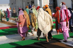 Sikh women wash their feet before entering Darbar Sahib. (source: http://hzimm.wordpress.com)