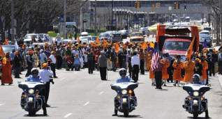 The annual Sikh Day Parade gets under way Saturday on Grand Avenue in Lansing, Michigan. (source: Robert Killips | Lansing State Journal)