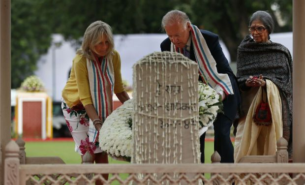 U.S. Vice President Joe Biden and his wife Jill lay a wreath at the memorial of Mahatma Gandhi in New Delhi on July 23. Gandhi's granddaughter, Tara Gandhi, is at right.  (Source: Deccan Chronicle)