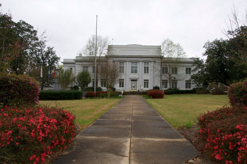 Pike County Court House, Pike County, Mississippi. (Source: Suzassippi)